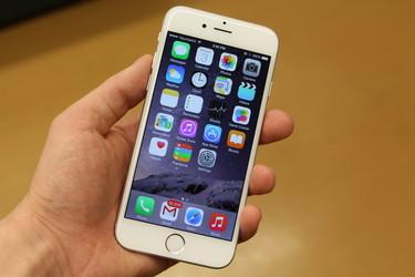 �lypuhelimia myytiin enn�tykselliset 1,4 miljardia, n�in jakautuivat suurimpien kesken