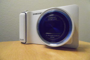 Testiss� Android-pokkari Samsung Galaxy Camera