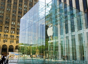 Lady walks into Apple glass door, sues for $1 million