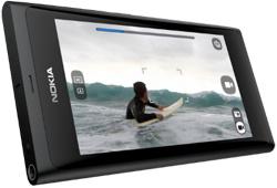 Ensikosketus ristiriitaiseen Nokia N9:ään
